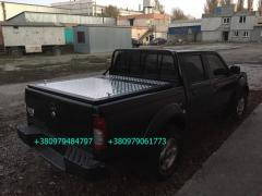 Cover bed of a pickup truck. Three-piece tailgate of a pickup truck