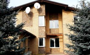 Sale. House, 2 floors, 9 rooms, 20km from the subway. Besides the